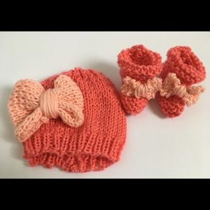 Other - Newborn coral Knit Hat and Booties Set with Bows.